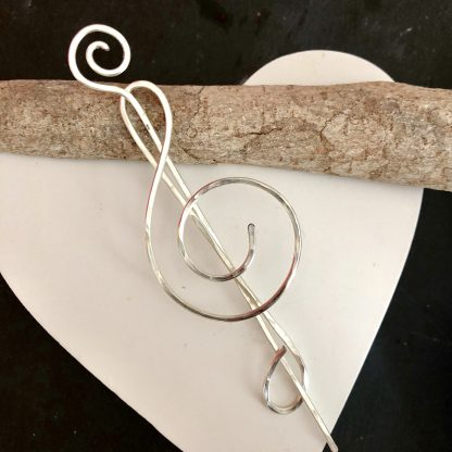 Treble clef pin brooch
